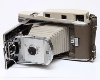 Vintage Polaroid The 800 Instant Roll Film Folding Land Camera Made In USA 1950s