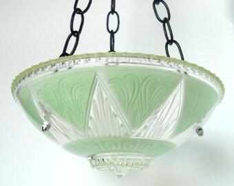 Green glass bird feeder art deco, garden art glass bird feeder, glass bird feeder, green bird feeder, glass garden art, art deco bird bath