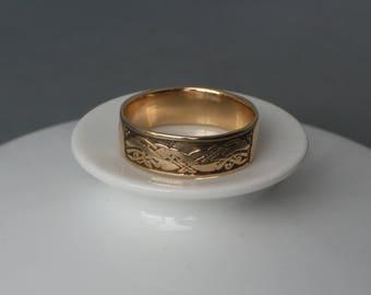 Exclusive Norwegian Dragon style antique 14 karat solid gold ring.