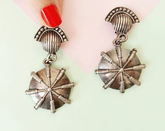 Vintage Ethnic and tribal dangling Earrings, silvered metal - clip on from the 80's