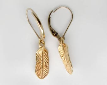 gold feather earrings, detailed feather earrings, dangle feathers, small feather earrings, nature earrings, boho earrings