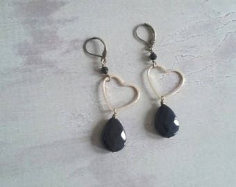 Earrings with heart in brass and hard stones