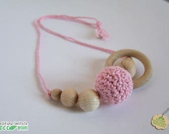 Pink and wood recycled cotton mini-feeding necklace