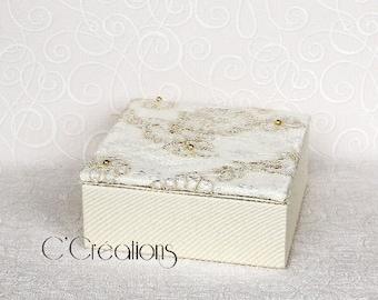 Box rings, Calais lace and satin, ivory