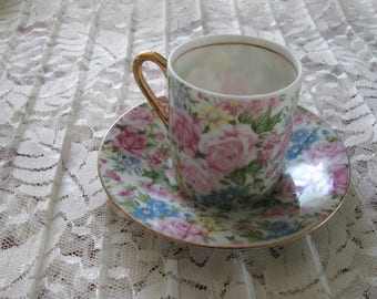 Royal Crown MiniatureTea Cup & Saucer Set 11/562