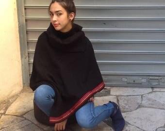 1 cape fée en laine  couleur noire  bouclée  zania de la suerte
