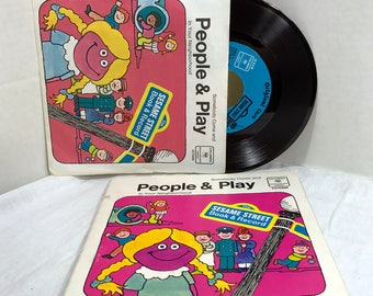 "Sesame Street Lyric book & 7"" Record - People In Your Neighborhood / Somebody Come And Play vinyl 45 rpm 1970 Childrens Kids VG"
