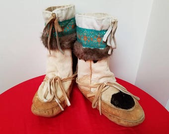 Vintage Native American Mocassins / 1940s Native American Shoes / Vintage Fur Slippers / Vintage Native American Fur Mocassins Size 8.5/9