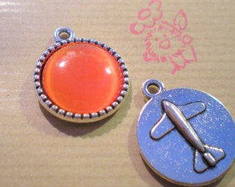 1 silver medallion with red clear 18 mm cabochon