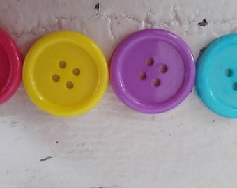 70 pcs Round plastic buttons