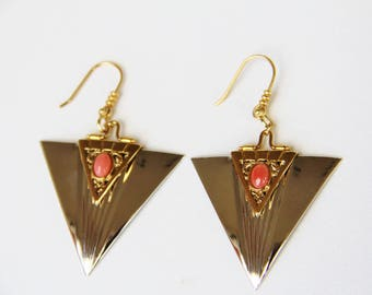 Earrings in coral pink, gold plated, steel mounted hand (ref bo9)
