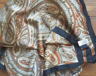 Vintage scarf with beautiful paisley motif in quiet colors on a rust-brown background. Made in Italy