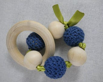 Hochet06 - Montessori inspired green and blue teething rattle