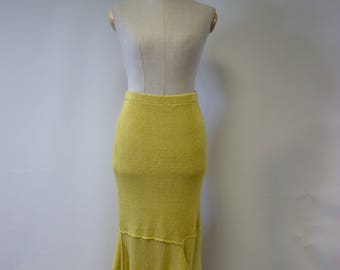 The hot price. Yellow long linen skirt, M size.