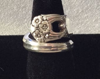 1941 Eternally Yours 5 o'clock sidewinder spoon ring