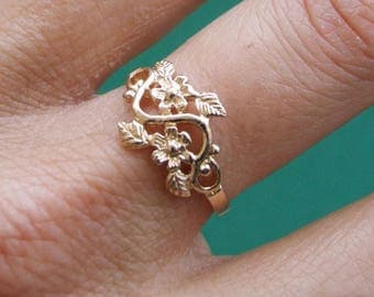 Gold Ring, Flower Ring, Floral Ring, Leaf Ring, Blossom Ring, Band Ring