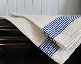 Table runner with blue stripes – for small and large rectangular tables