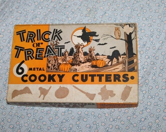 This is a Vintage Cookie Cutter Collection for Halloween, there are only 5 out of 6 cutters, used for Pumpkin or Clay cut outs, Comes w Box