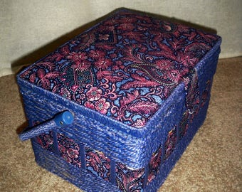 Sewing basket, Large Dritz type sewing basket.fabric and wicker sewing basket