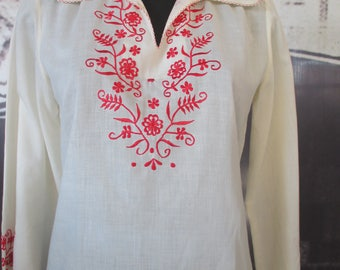 Blusa etnica anni 60 con ricami floreali.Tg S-M/Beautiful 60s embroidered blouse/White ethnic top/Red embroidery/Size S-M