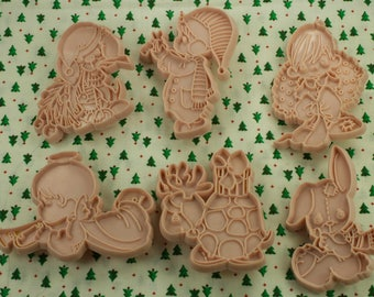 1991 Enesco Pink Precious Moments 6 Pc. Christmas Cookie Cutter Set
