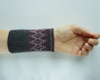 Grey, white, pink beaded wrist warmers/ knitted wristlets with beads / woollen cuffs –ready to ship