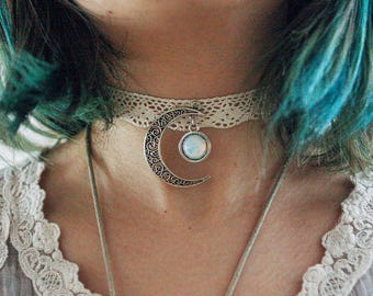Crescent moon and opalite choker | beige version