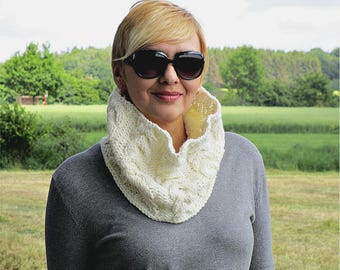 White gift Knit white scarf Crochet white cowl scarf Big knit cowl Cable knit loop Trendy knit cowl Knitted cable scarf Chunky knit snood