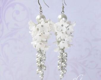 Flower White Earrings White Pearl earrings White Bridesmaid jewelry White Bridesmaid Earrings Floral White Earring Bridal Pearl earring gift