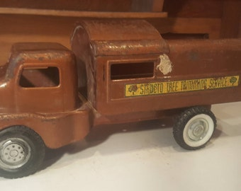 Antique Structo Tree Trimming Service Toy Truck, Vintage Structo Pressed Metal Toys, Ny-Lint Toys, Utility, Old Metal Construction Toys P26