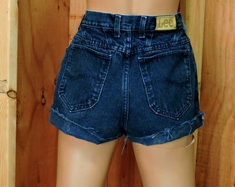 "Lee denim shorts / size 5 / 6  / 26"" waist / dark wash high waisted shorts / retro  jean shorts"