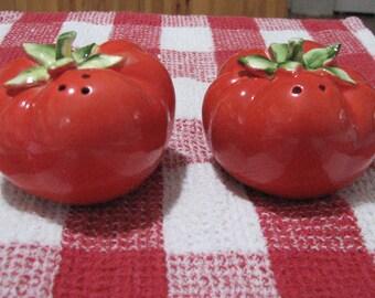 Holt Howard 1962 Tomato salt and pepper shakers
