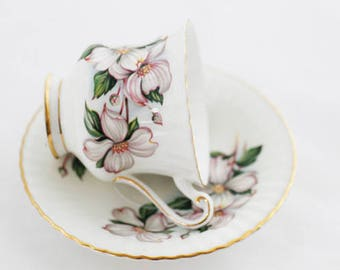 Paragon pale pink Clematis TEACUP  offwhite base, lovely fine painted Clematis on cup/saucer, by appt to Her Majesty the Queen, goldgilt rim