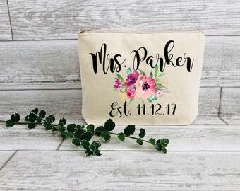 Bridal Gift - Floral Makeup Bag - Engagement Gift - Gift for Bride - Bride Gift - Wedding Makeup Bag - Personalized Gift - Gift for New Mrs