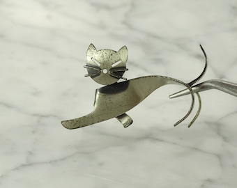 Beau Sterling Cat Pin