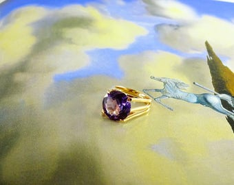 18 KT Synthetic Alexandrite  Ring Size 6.5