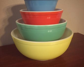 Vintage 1940's Unnumbered Pyrex Primary Mixing Bowl Set, Red, Blue, Yellow, Green