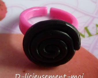 Kids adjustable adjustable plastic ring pink roll of black licorice polymer clay