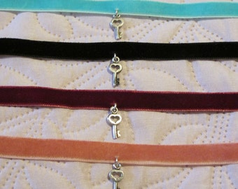 heart key choker 4 color options