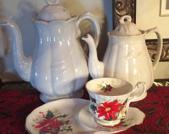 Royal Albert Yuletide cup & saucer Christmas poinsettia floral pattern bone china very nice