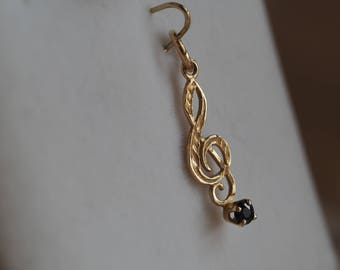 Sweet and charming vintage 10K yellow gold musical note pendant/charm set with Sapphire