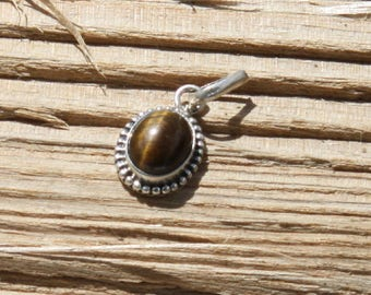 Oval pendant in silver 925 and tiger eye.