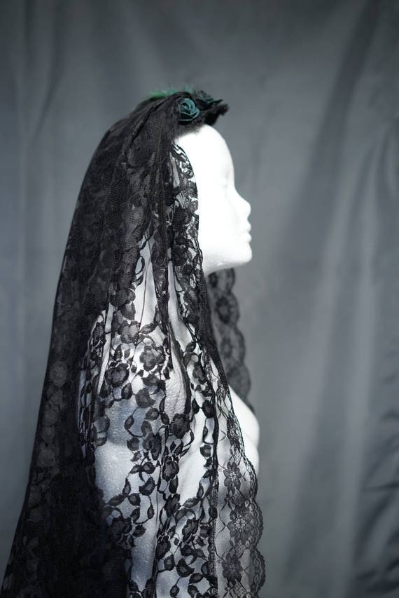 Gothic esmerald green black veil with lace / veil with green ornament