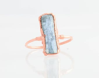 Raw Aquamarine Ring, Rose Gold Blue Aquamarine Statement Ring, March Birthstone Ring, Raw Crystal Ring, Rough Aquamarine Jewelry, Vertical