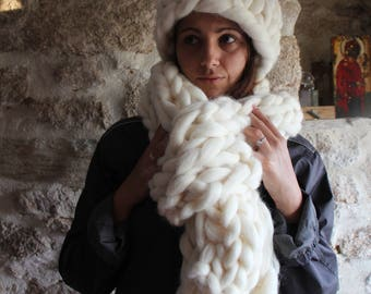 Chunky Knitted Scarf. White Oversize Scarf. Bulky White Scarf. Arm Knit Merino Giant Chunky Scarf. Gift for Women. Valentine's Day Gift.