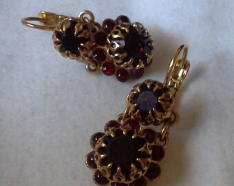 Romantic 18k gold-plated chandelier earrings. Floral earrings. Gold and red earrings