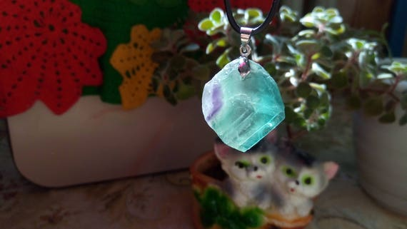Fluorite pendant,Third Eye Chakra,Aura Cleansing,Aura stabilizing,Truth,Consciousness,Intellect,Protection,Negative energy removal