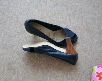Navy Lotus vintage peep toe Leather Shoes size 6