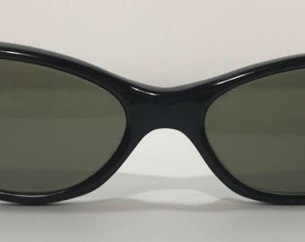 1950's   Cat Eye Sunglases   black with stars