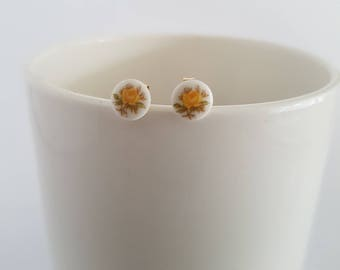 Small round post earrings with tiny yellow roses vintage cabochon (7mm), gold plated.